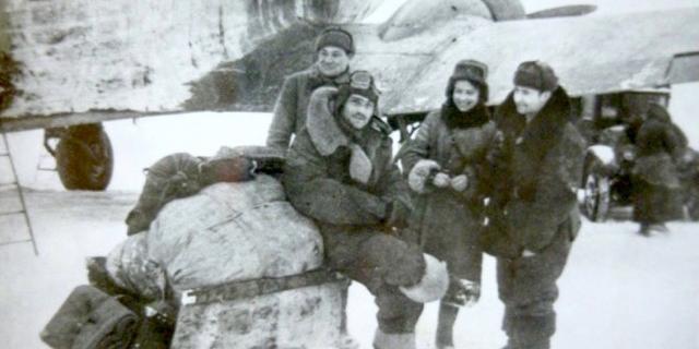 Die Mitarbeiter des Moskauer Museums der Roten Armee sammeln Ausstellungsobjekte an der Saratov-Front, Januar 1943